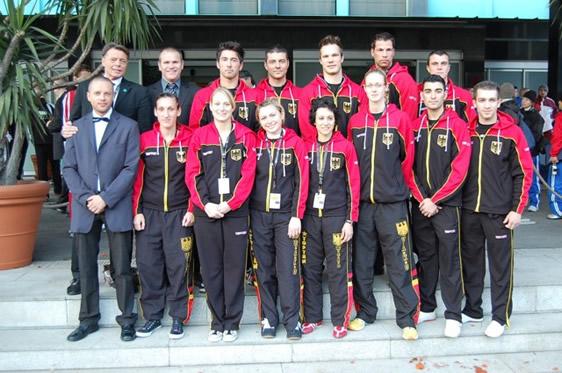 em-08-lk-team.jpg