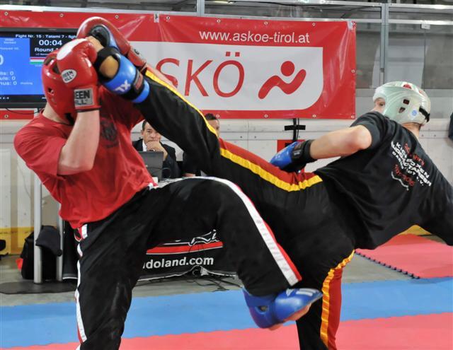 Fabian (rechts) mit Kick