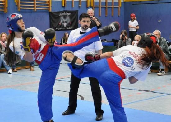 Anna-Lena (links) gewinnt Gold gegen Zoe