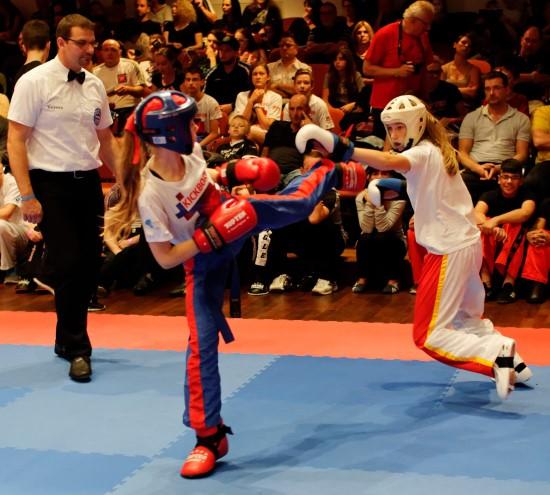 Lisa (links) mit Kick