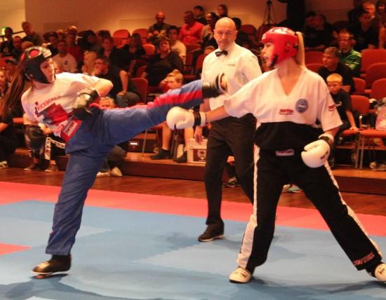 Zoé (links) mit Kick