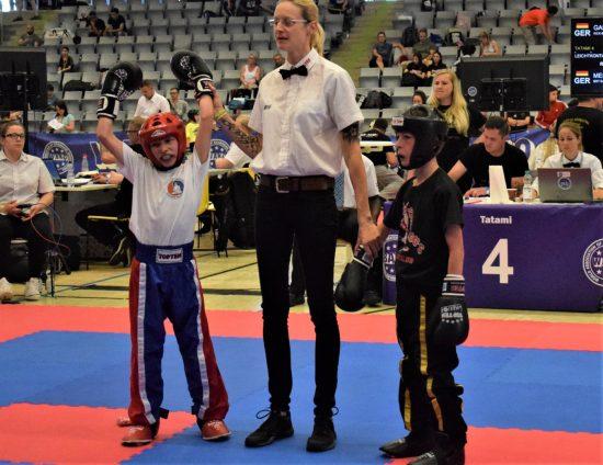 Samuel Mesmer (links) gewinnt Gold im Leichtkontakt und im Point Fighting.