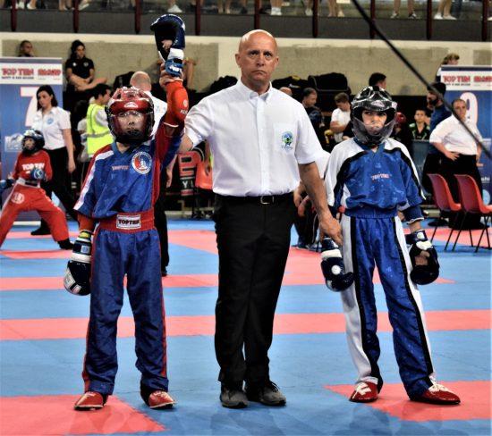 Samuel (links) gewinnt Gold im PF durch Technisches K.O.