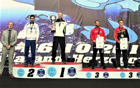 Niklas (rechts außen) gewinnt WM Bronze