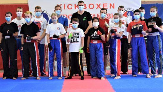 LC Team – Ohne und mit Mund-, NasenschutzLC Team – Ohne und mit Mund-, Nasenschutz