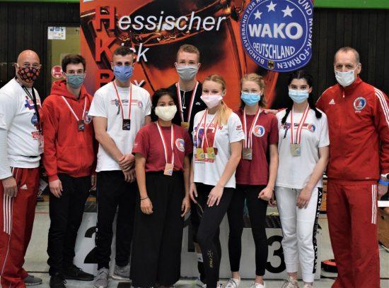 Mit Maske - Erfolgreiches BDT Team: 4x Gold, 6x Silber, 4x Bronze