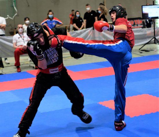 Niklas (rechts) dominiert und gewinnt Gold im LC